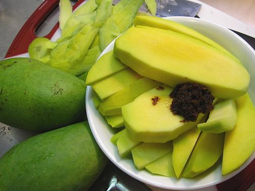 manila street food - green mangoes